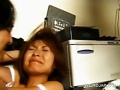 Japanese gets cunt licked in close-up