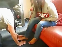 Mistress Nia - Indian Femdom - Hindi Foot Worship (clip)