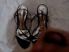 Gozando nos sapatos da namorada 2