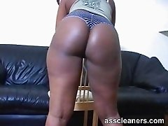 Big bouncy ebony ass cheeks longs for a lick
