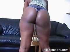 Big bouncy ebony ass cheeks longs for a lick