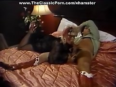 Testing the aroma retro pussy