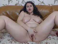 Sexy BBW camgirl pleasuring herself