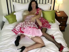 Heels and stockings lesbo milf