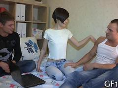 Skinny Russian chick starting an amateur threesome