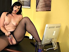 Her spotty dildo gently rubs her juicy meat hole
