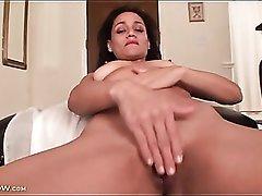 Wet mom pussy masturbated in close up porn