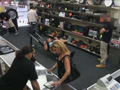 Amateur chick screwed up with pawn man at the pawnshop