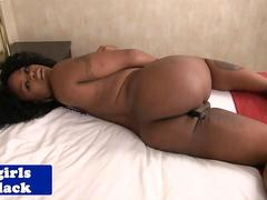 Nubian tgirl toying her ass before jerking