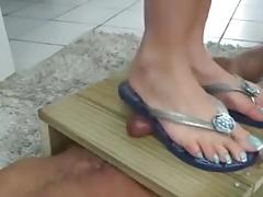 FLIP FLOPS FOOTJOB & TRAMPLE