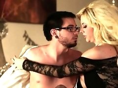 Chic chick in lingerie gets her portion of hard fuck