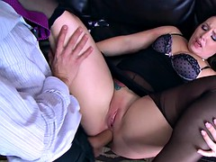 plump boss lola foxx gets her butthole reamed at work