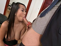 asian hottie sharon lee gives a nice blowjob