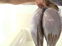 chocolate babe tori taylor gets her enormous tits poured with milk