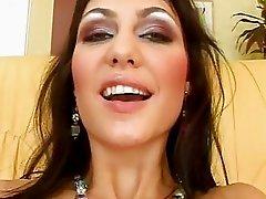 Jennifer Max 2